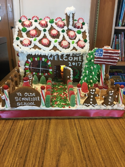 Large_gingerbread_house_front