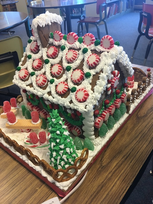 Large_gingerbread_house